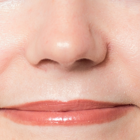 Lips close